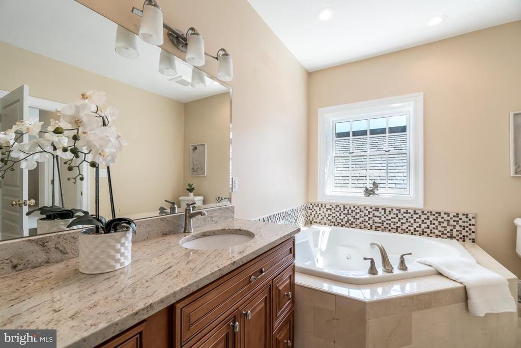 Primary Bathroom - 2308 TRACY PL NW, WASHINGTON