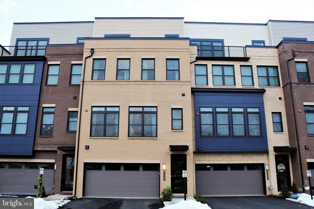 Gorgeous 4-Level Brick Front Luxury Townhome - 42502 MILDRED LANDING SQ, ASHBURN