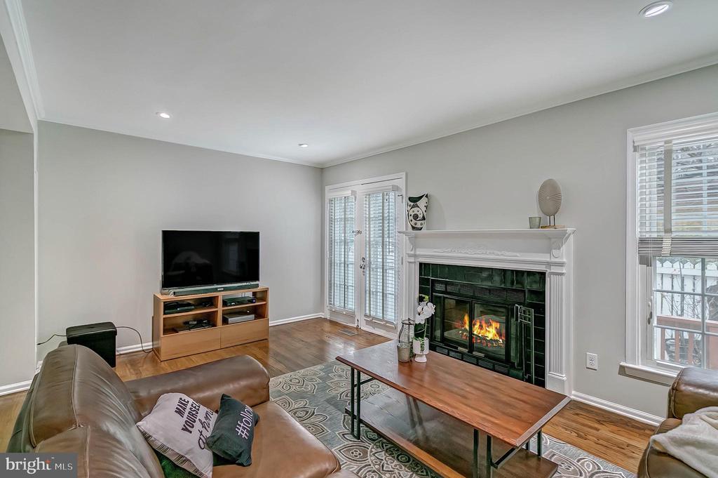 Wood burning fireplace - 2913-B S WOODSTOCK ST #2, ARLINGTON