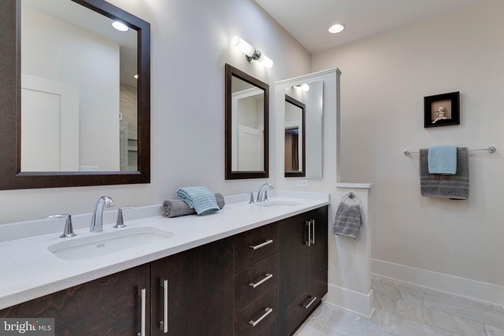 Primary Bathroom - 171 WINSOME CIR, BETHESDA