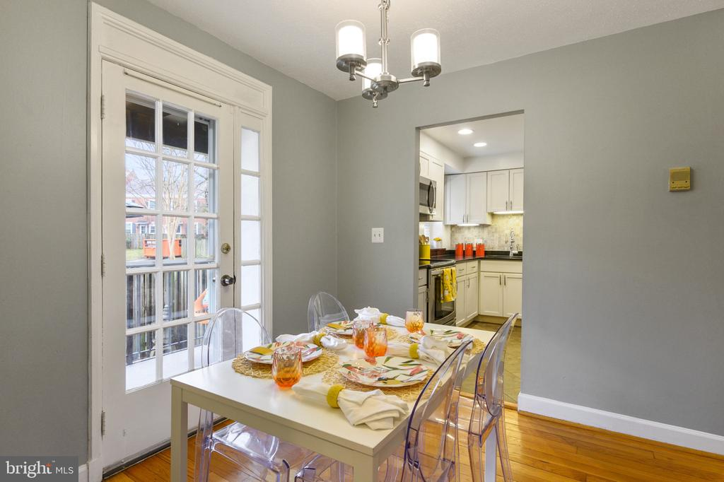 Dining Room view into kitchen - 2971 S COLUMBUS ST #A1, ARLINGTON