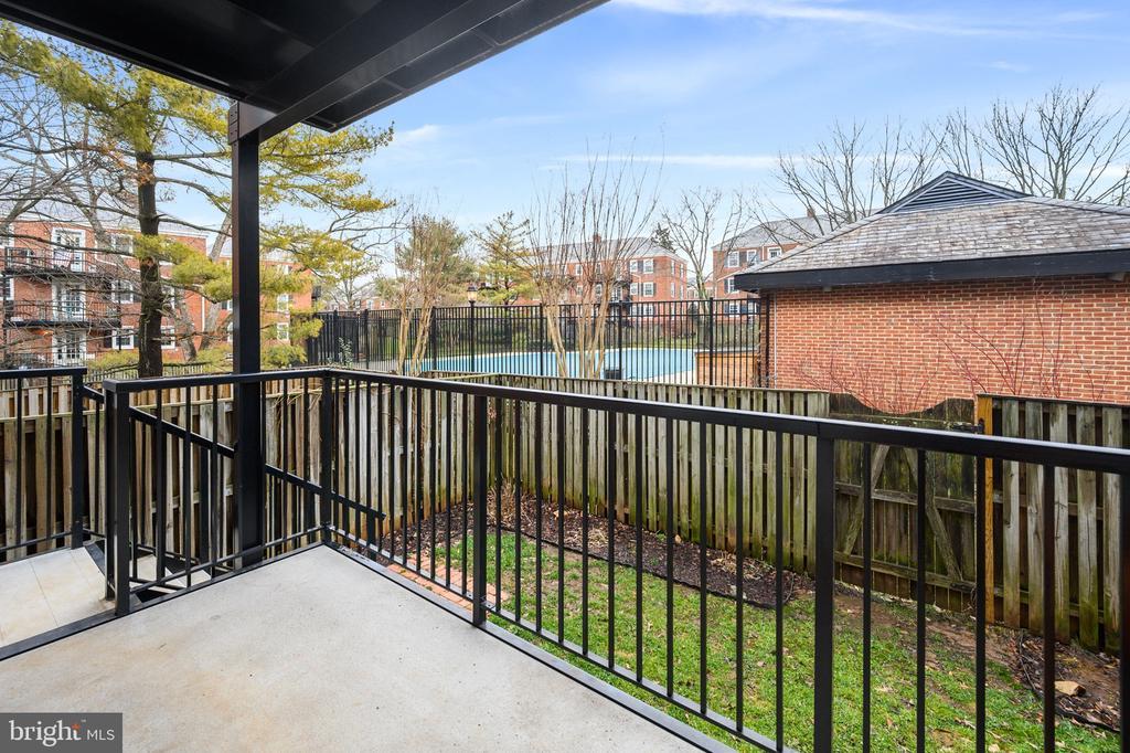 Exterior View - 2971 S COLUMBUS ST #A1, ARLINGTON