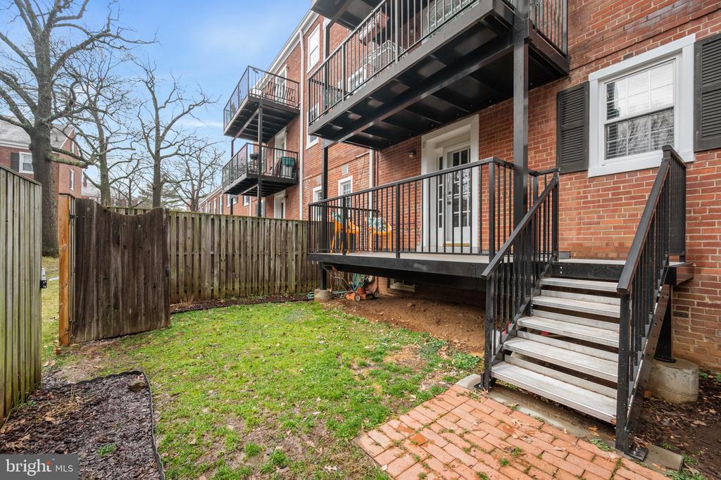 Porch and steps to backyard - 2971 S COLUMBUS ST #A1, ARLINGTON