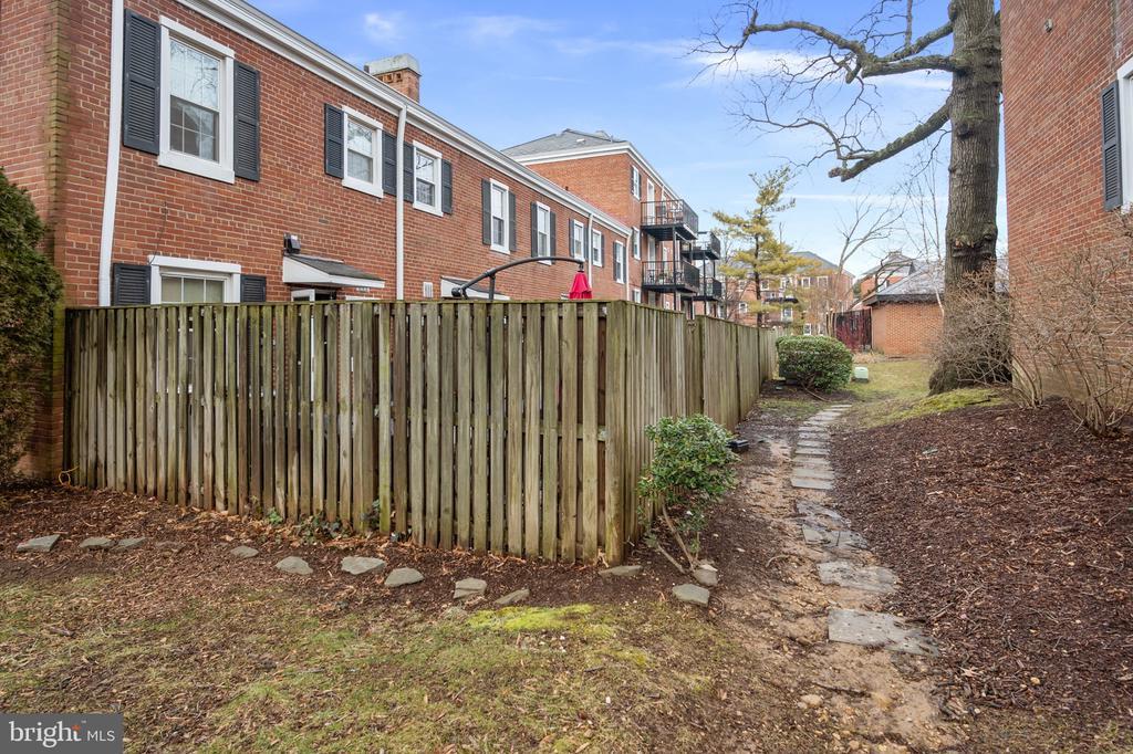 Behind the fenced backyard - 2971 S COLUMBUS ST #A1, ARLINGTON
