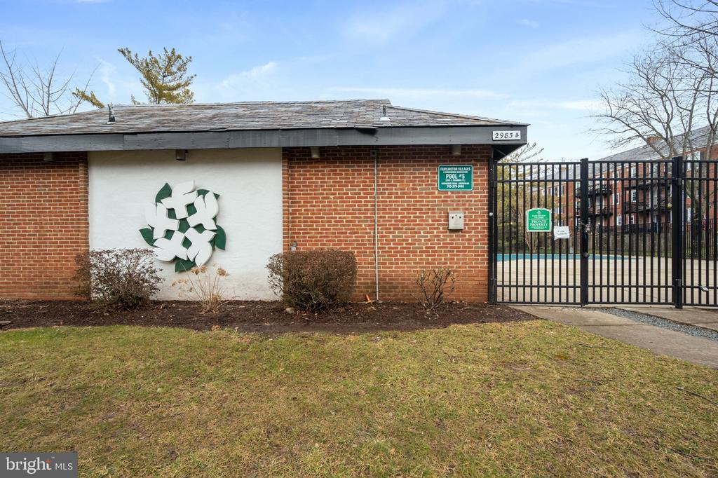 Pool entrance - 2971 S COLUMBUS ST #A1, ARLINGTON