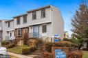 End unit 3 level townhome - 2810 S MEADE ST, ARLINGTON