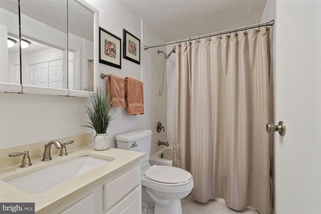 Updated bath upstairs - 2810 S MEADE ST, ARLINGTON