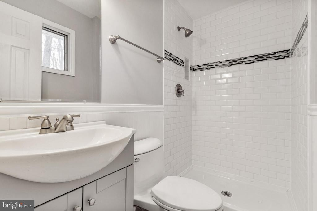 Updated Primary Bath - 6221 HASKIN CT, BURKE