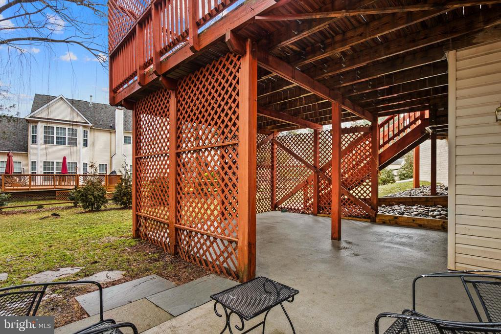 Lower level walk out with patio - 20757 PARKSIDE CIR, STERLING