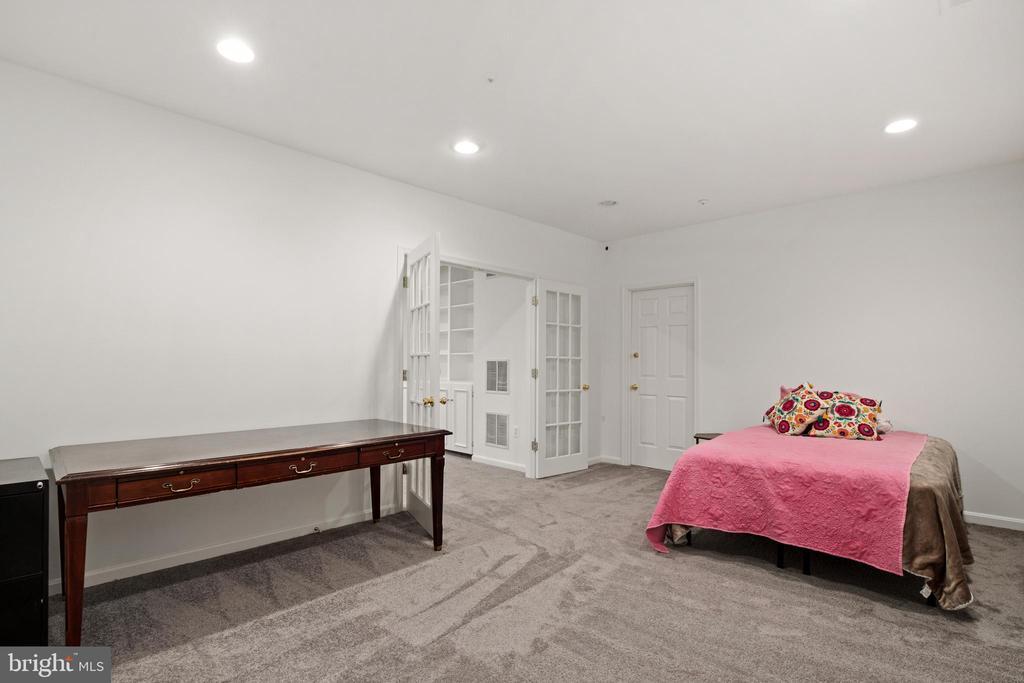 Lower level room for multipurpose use - 20757 PARKSIDE CIR, STERLING