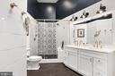 Updated spa-like owner's bathroom - 20757 PARKSIDE CIR, STERLING