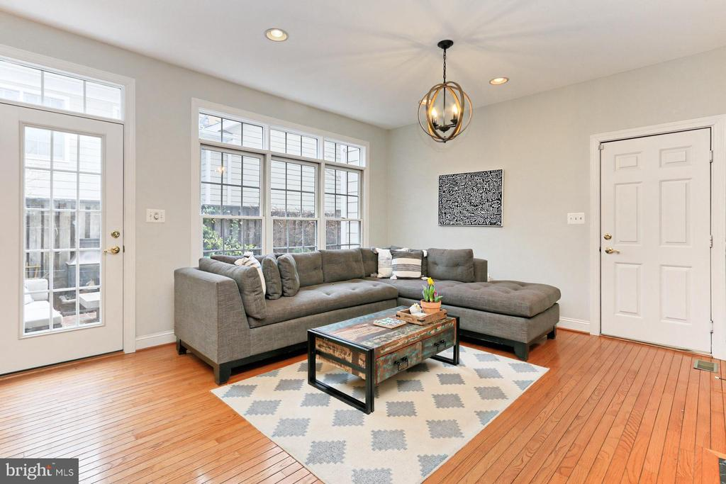 Family Room Perfect For Game Night or Movie! - 425 PARK AVE, FALLS CHURCH