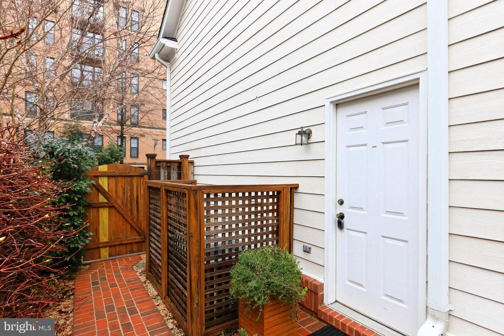 Rear Entrance To The Back Courtyard - 425 PARK AVE, FALLS CHURCH