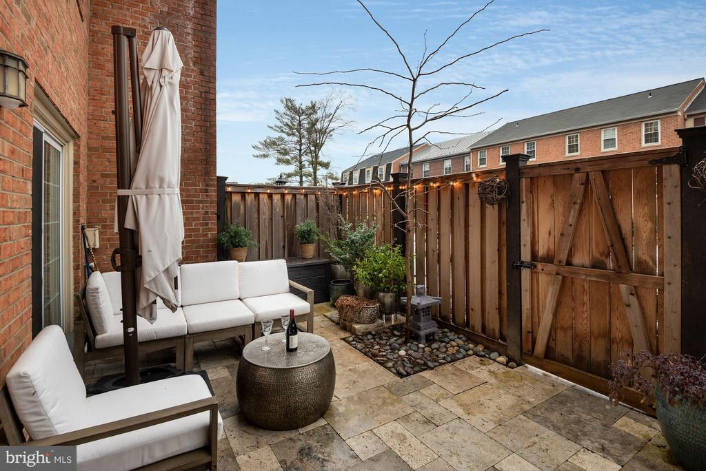 Completely Renovated Back Yard Patio! - 1610 BELMONT ST NW #D, WASHINGTON