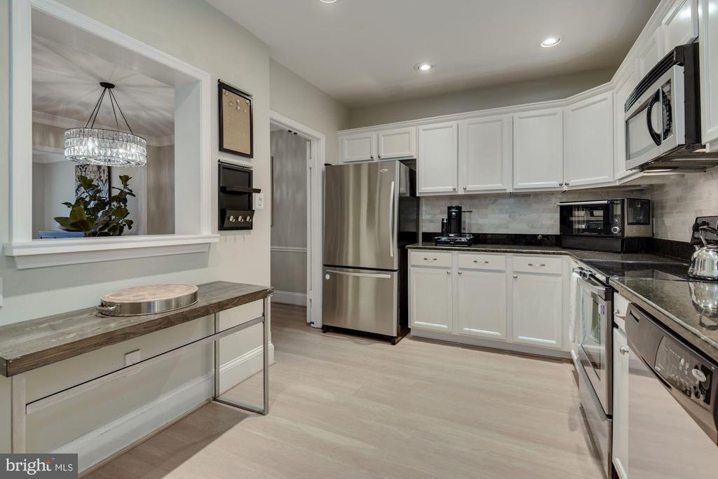 Gourmet Kitchen - Light & Bright w/ Recess Lights! - 1610 BELMONT ST NW #D, WASHINGTON