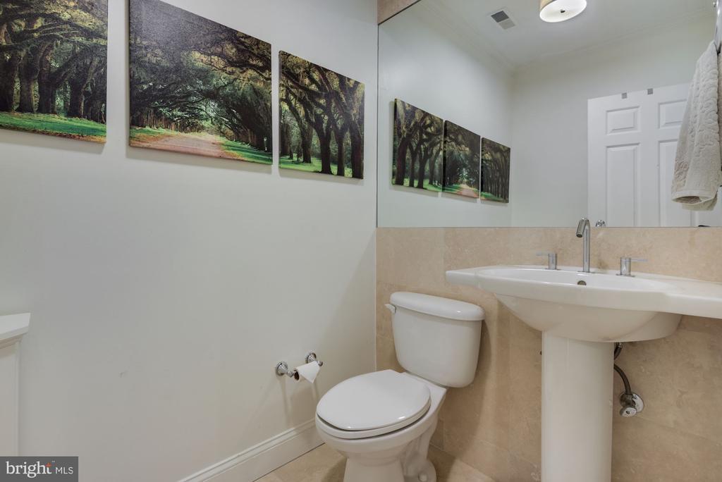 Spacious Half Bathroom on Main Level! - 1610 BELMONT ST NW #D, WASHINGTON
