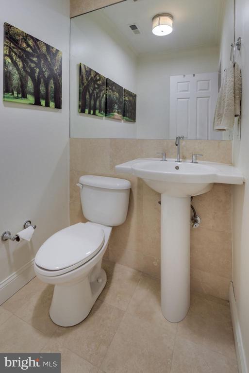 Half Bathroom on Main Level! - 1610 BELMONT ST NW #D, WASHINGTON