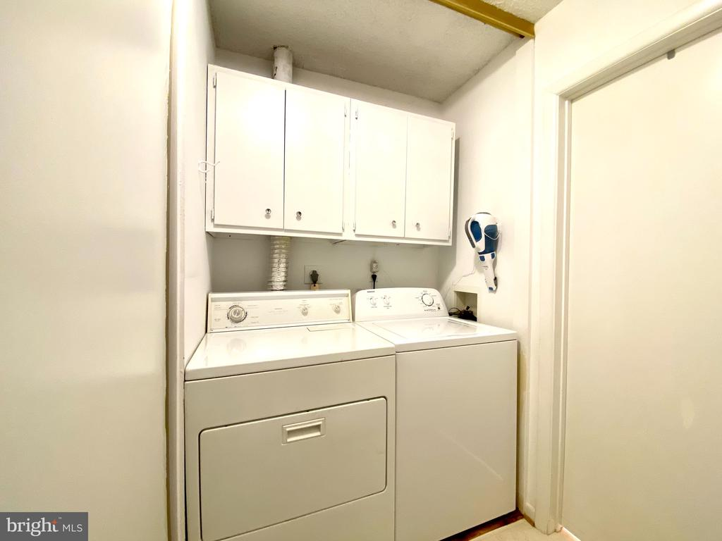 separate laundry area - 2 FITZHUGH CT #78-A, SILVER SPRING