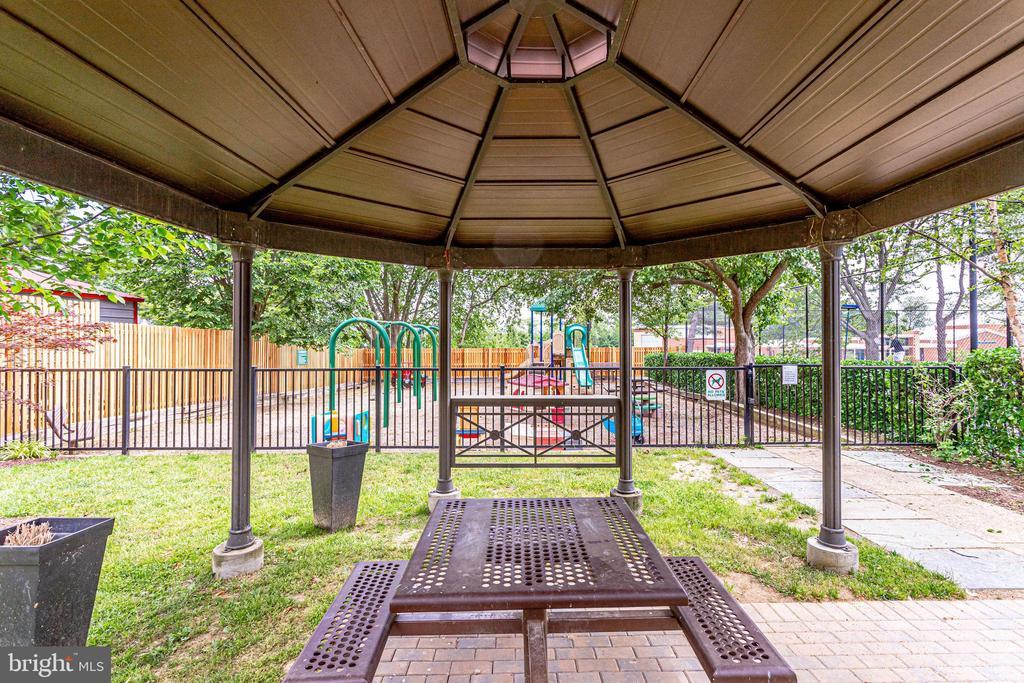 Community Tot Lot/Gazebo - 3052 S ABINGDON ST #A2, ARLINGTON