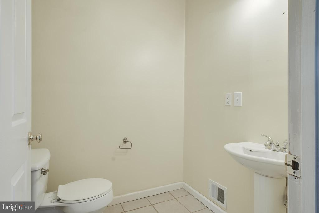 Half Bath Main Level - 1032 MOUNTAIN VIEW RD, FREDERICKSBURG