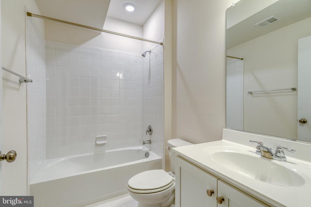 full basement bath - 103 OLD OAKS CT, STAFFORD