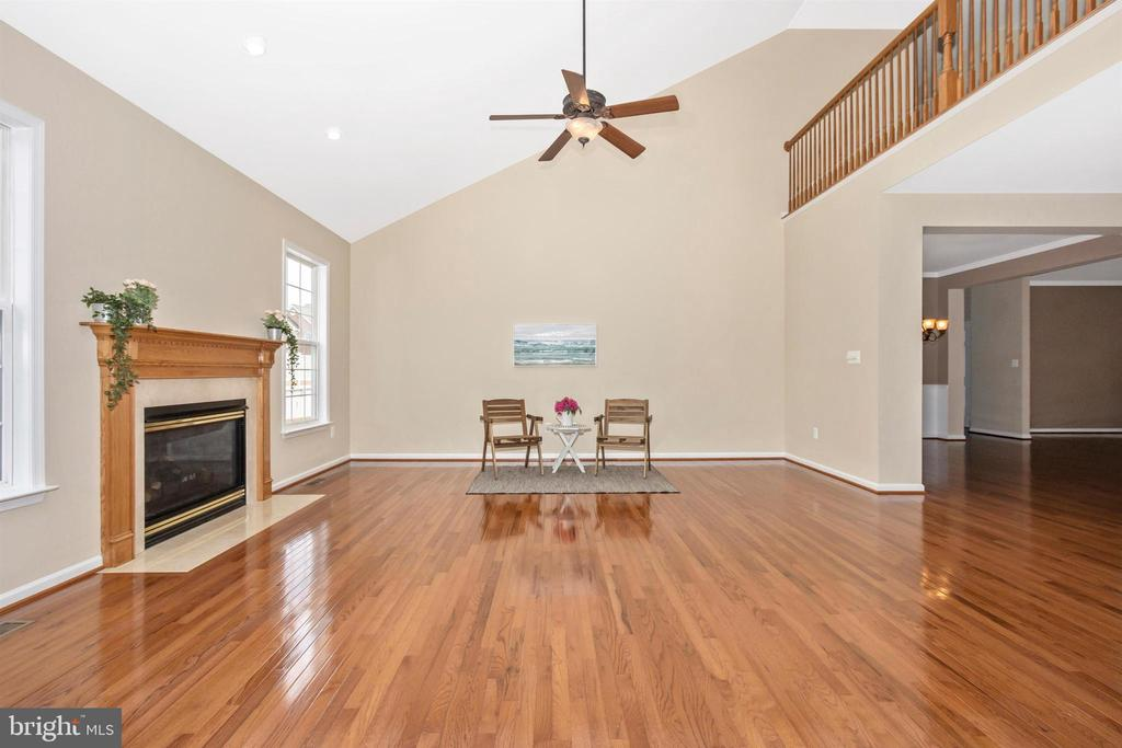 Gorgeous living room with cathedral ceiling - 2 MAE WAY, THURMONT