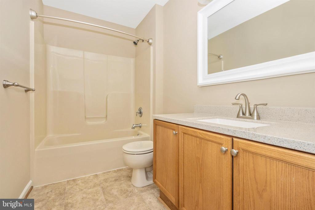 Second floor full bath - 2 MAE WAY, THURMONT