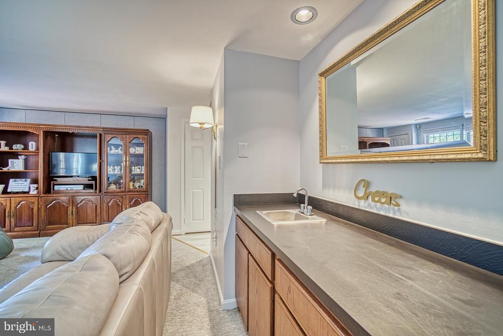 Basement Family Room Wet-Bar with Sink - 10161 TURNBERRY PL, OAKTON