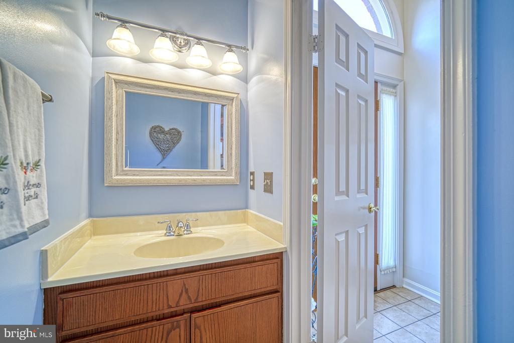 Half Bath on Main Level - 10161 TURNBERRY PL, OAKTON