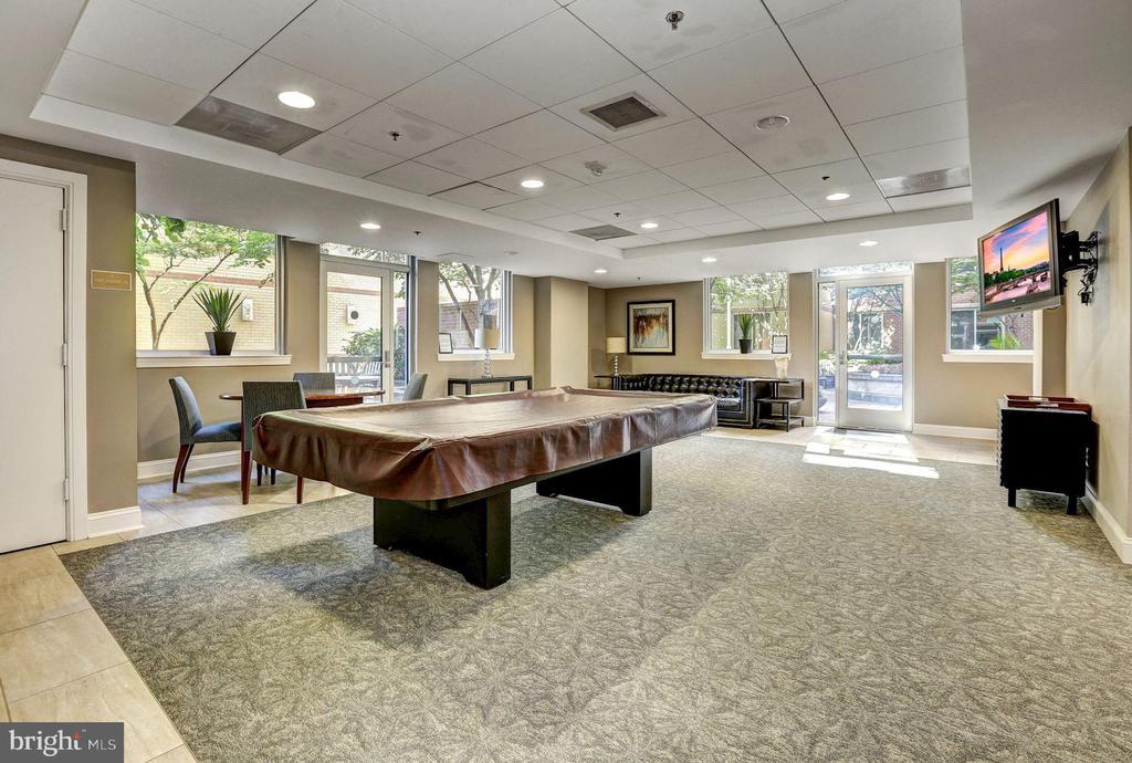 2nd Floor Billiards Room - 1020 N HIGHLAND ST #215, ARLINGTON