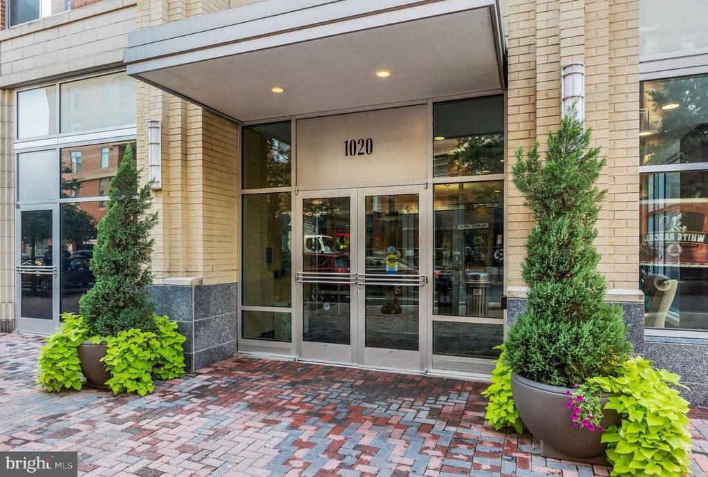 Main Entrance - 1020 N HIGHLAND ST #215, ARLINGTON