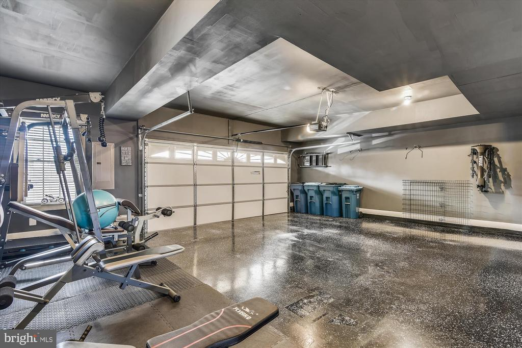 Oversized garage w/ epoxy floor, custom paint - 43111 CLARENDON SQ, ASHBURN