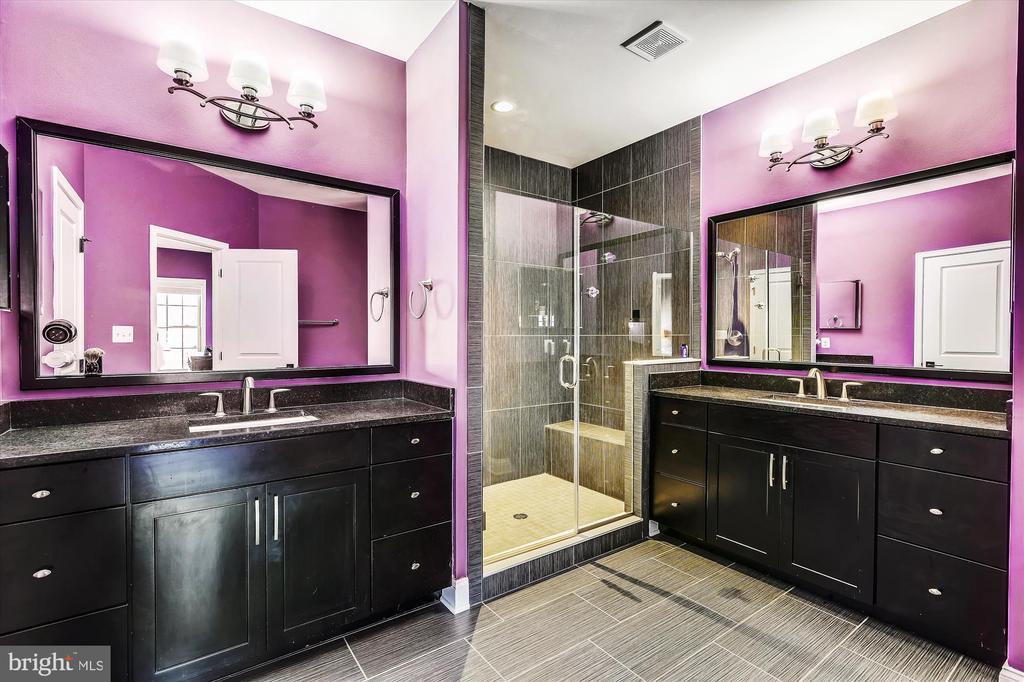 Primary Bath w/two vanities - 43111 CLARENDON SQ, ASHBURN
