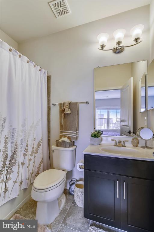 Bedroom 3 Bath - 43111 CLARENDON SQ, ASHBURN