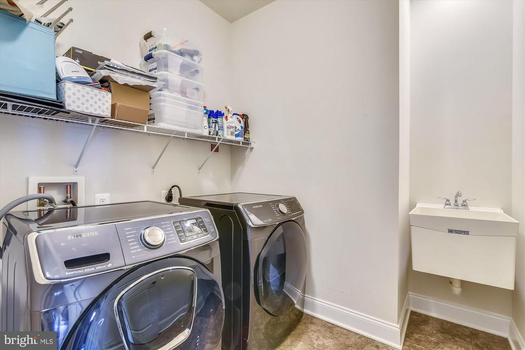Laundry - 43111 CLARENDON SQ, ASHBURN