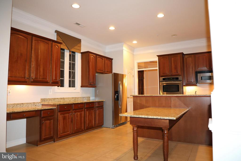 Kitchen area, built-in table w/granite top - 3705 GLEN EAGLES DR, SILVER SPRING