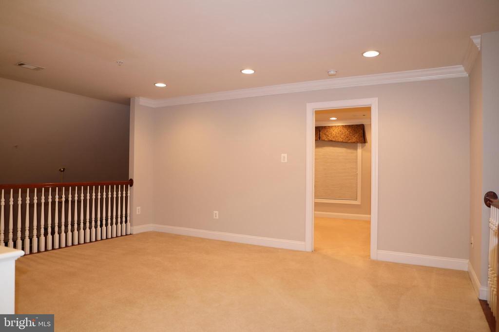 Upper level loft area - 3705 GLEN EAGLES DR, SILVER SPRING