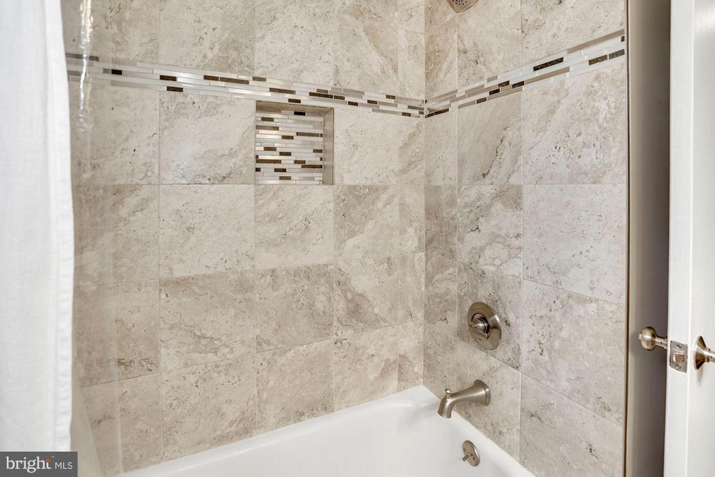Full Bathroom - Beautiful Tile Detail! - 3833 JAY AVE, ALEXANDRIA