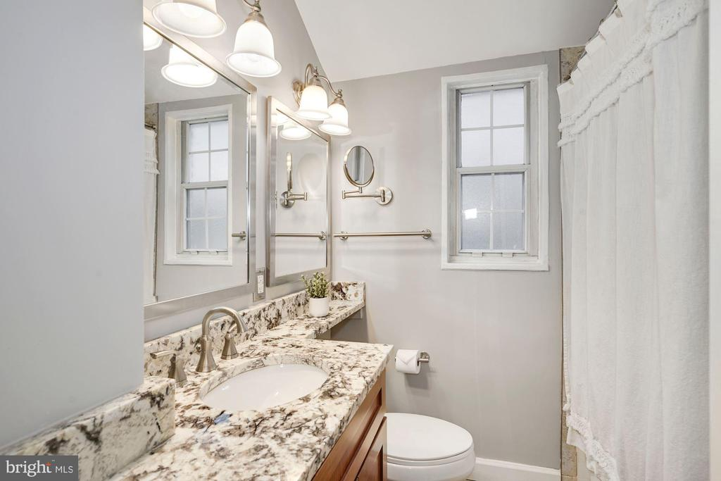Full Bathroom - Granite Counter Top & Wide Vanity - 3833 JAY AVE, ALEXANDRIA
