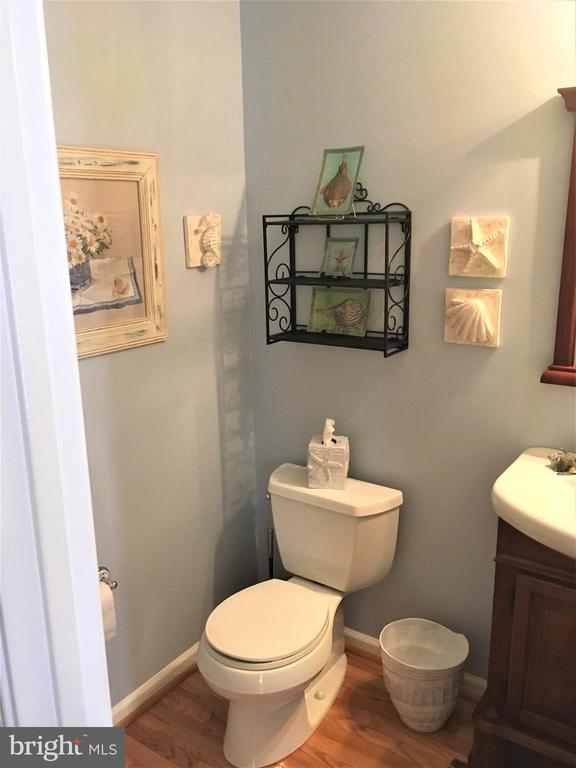 Roomy powder room with hardwoods - 311 OAKCREST MANOR DR NE, LEESBURG