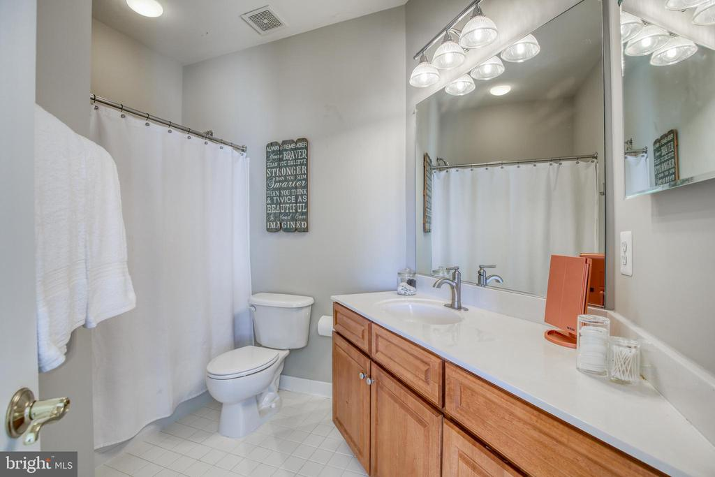 Private bath - 43094 ROCKY RIDGE CT, LEESBURG