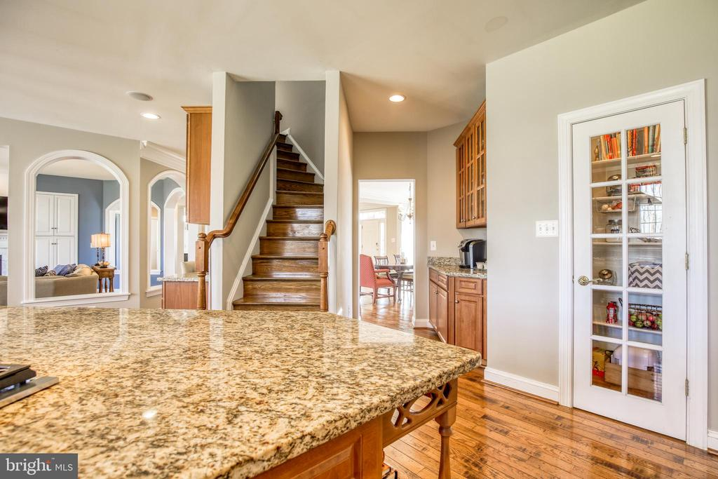 Back stairs and great pantry - 43094 ROCKY RIDGE CT, LEESBURG