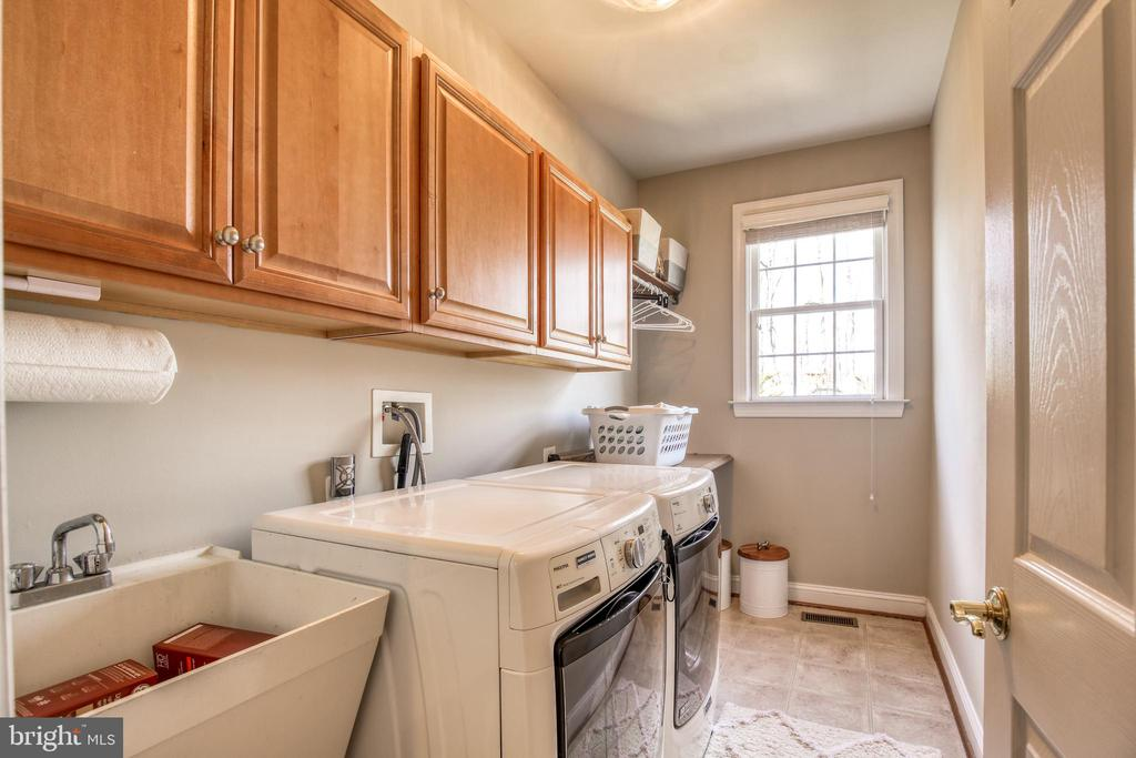 Laundry right off the mud room - 43094 ROCKY RIDGE CT, LEESBURG
