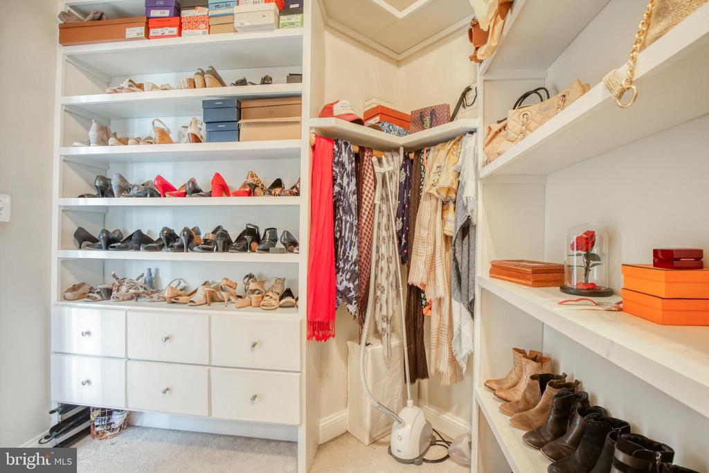 What a closet! - 43094 ROCKY RIDGE CT, LEESBURG