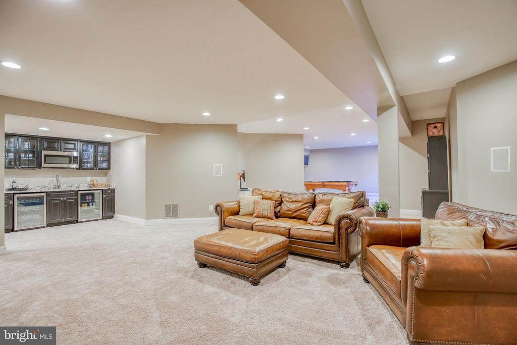 Recreation room has built in bar - 43094 ROCKY RIDGE CT, LEESBURG