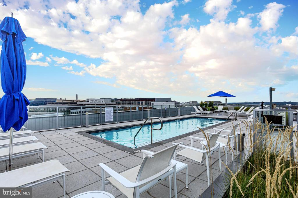 ROOFTOP POOL AND SUNDECK - 1177 22ND ST NW #8G, WASHINGTON