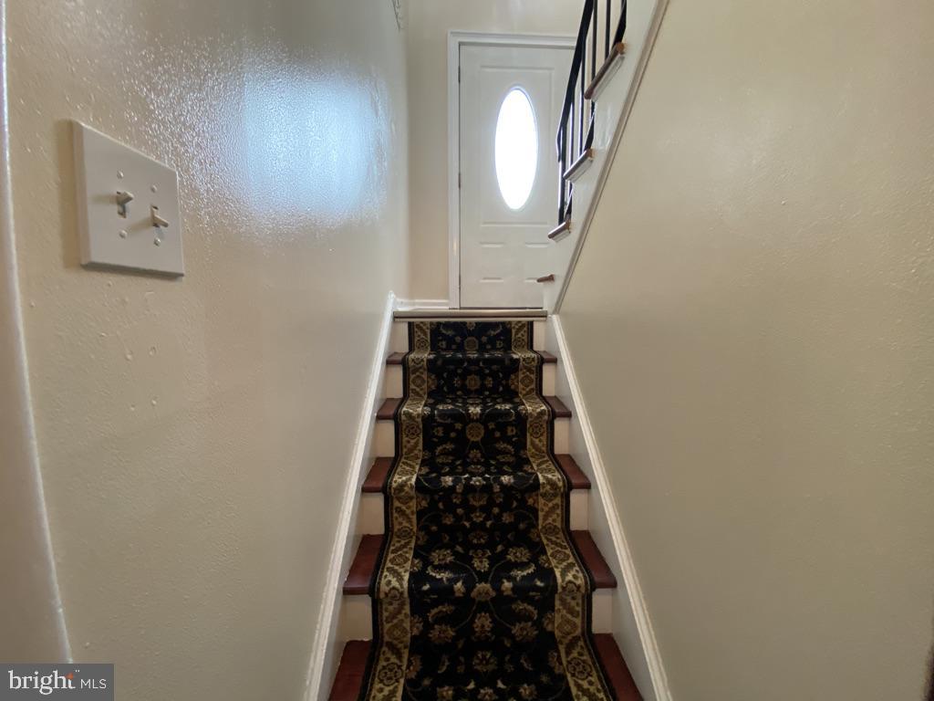 603 W Poplar Road Split Foyer - 603 W POPLAR RD, STERLING