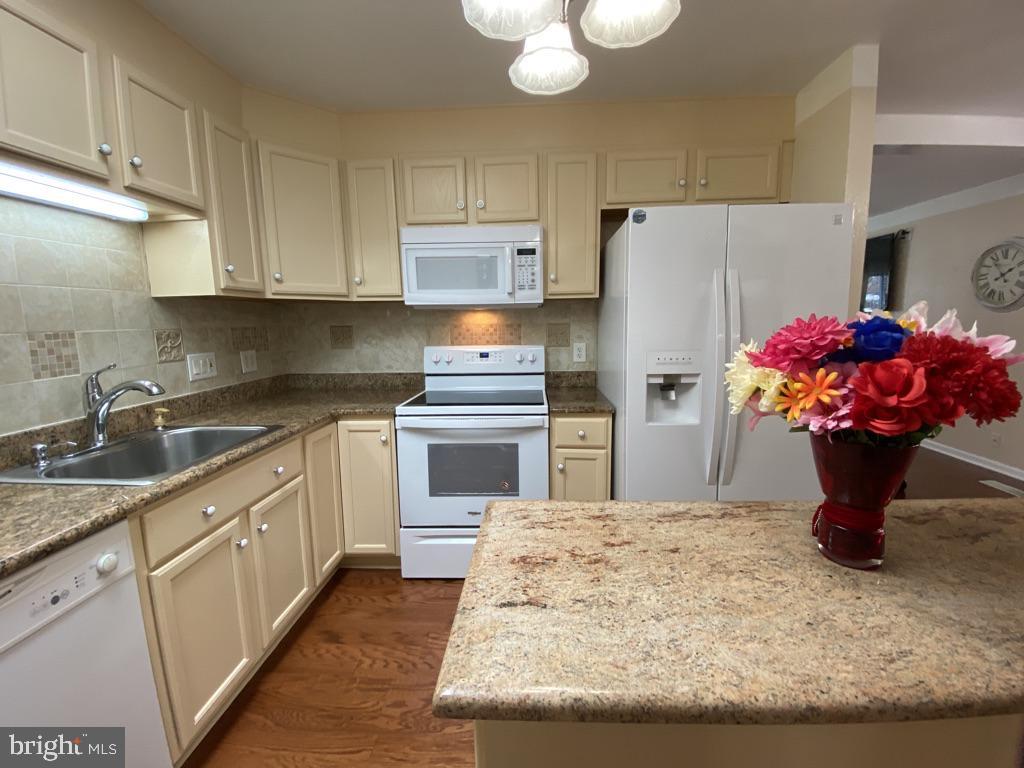 603 W Poplar Road Updated Kitchen - 603 W POPLAR RD, STERLING
