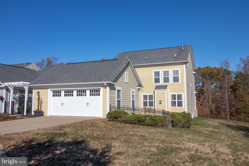 Detached garage! - 1110 HEARTHSTONE DR, FREDERICKSBURG