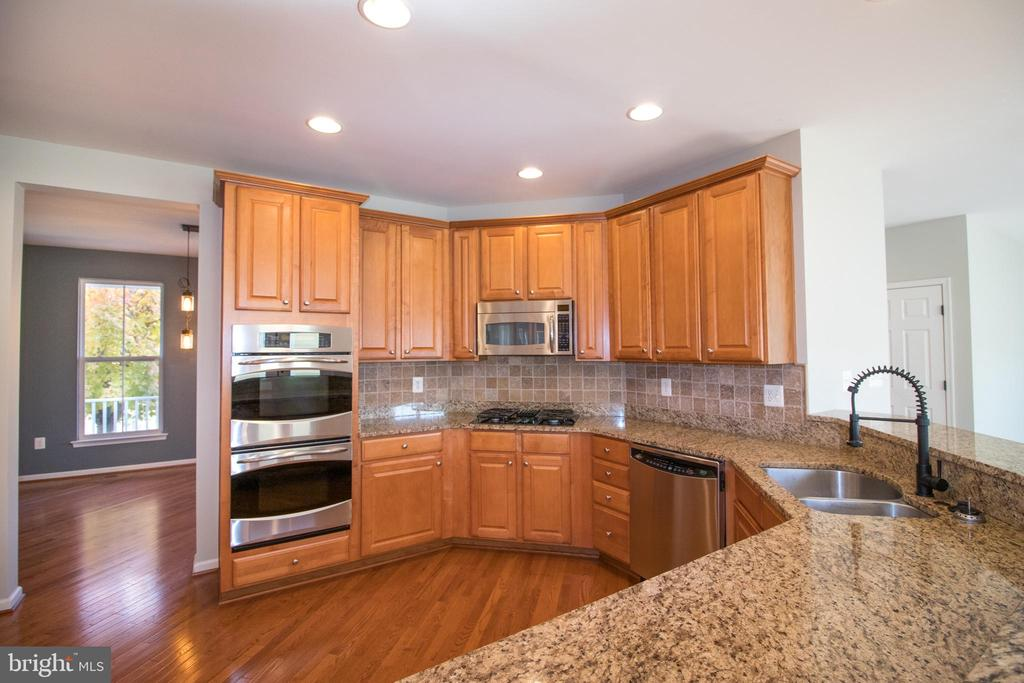 Great amount of prep room! - 1110 HEARTHSTONE DR, FREDERICKSBURG